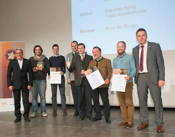 Leonardo Di Vincenzo riceve il bronzo per la Reale Extra al concorso popolare degli EBS